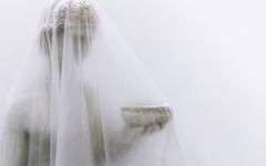 Alessandra-Brown,-Ashtray-Venus,-2018,-scultura-in-gesso-e-altri-materiali,-dettaglio